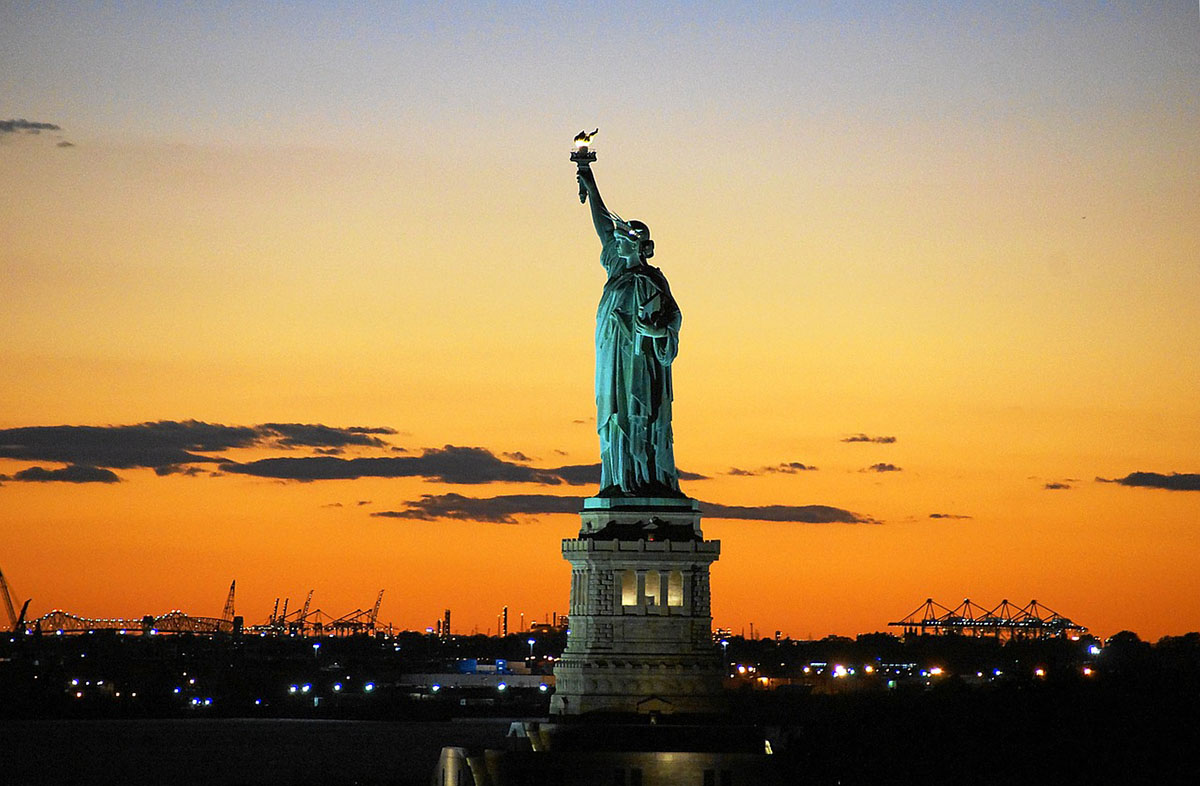 Romantic Things to Do in New York City - Statue of liberty at subset